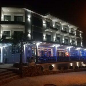 Albanija, letovanje, hotel King Ksamil, eksterijer nocu