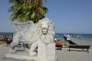 Larnaka, Kipar - statua Vencijanskog lava