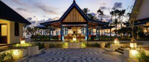 SAii Lagoon Maldives, Curio Collection by Hilton-Jumbo Travel-pool bar evening