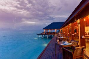Summer Island-Maldivi-Jumbo Travel-restauarant night