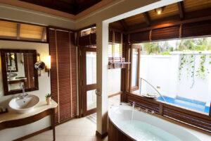 Kurumba -Maldivi-Jumbo Travel-beach villa bathroom