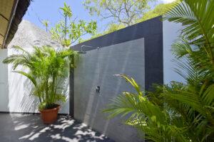 Dreamland Maldivi-Jumbo Travel-beach bungalow open shower